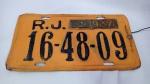 Linda e antiga placa de carro da Cidade do Rio de Janeiro - Com plaqueta de licenciamento do ano de 1967. Mede 34cm de comprimento. Ainda com os arames da lacração.