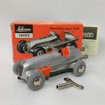 Brinquedo antigo Schuco releitura do carro de corrida Mercedes ano 1936 escala 1/45 - Schuco Micro Racer 1043/2 fabricado na Alemanha - Caixa e chave original - O brinquedo funciona a corda e esterça as rodas. A caixa mede 10cm de comprimento. Funcionando (veja o vídeo)