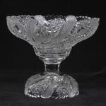 Baccarat - magnífica fruteira, em duas partes, de cristal francês, anos 50. Rica e profusa  lapidação, medida 21 x 25 cm. Conforme Nota fiscal da Cristalleries de Baccarat, datada de 27/06/1950.