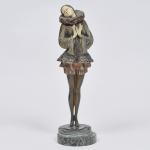 PAUL PHILLIPE - (France, 1870-1930) - Escultura em criselefantino em bronze com marfim, título: Pierrette. Formado por uma base circular de mármore, aonde  encontra-se a assinatura do autor Paul Philippe R.M. Época Art Deco. Medidas: 38 cm de altura.