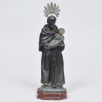 São Benedito - Imagem  em madeira patinada séc. XIX. Medida 30 cm. Apresenta resplendor de prata.