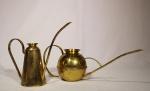 Duas peças de metal amarelo, medida 13 x 41 cm e 15 x 28 cm. Marcado Liondel.