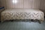 Antiga toalha de banquete em renda veneziana, medida 300 x 170 cm., acompanha 11 guardanapos.