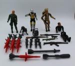 Comandos em Ação - conjunto de 4 bonecos, 4 armas e vários mísseis.
