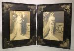 Porta retrato duplo em madeira de lei, adornado por florões de prata cinzelada, medida 40 x 25 cm.