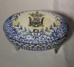 Porta jóias em porcelana portuguesa Carvalinho - Porto, medida 15 x 9 cm.