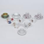 Coleção de 10 xícaras de café em porcelana.