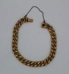 Pulseira de ouro cinzelado, corrente de segurança, contrastes francês, peso 11,2 g. Comprimento 20 cm.