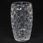 PEÇA NO ESTADO  - Monumental vaso de cristal francês, profusa lapidação. Cristallerie Baccarat. Medida 40 x 22 cm.
