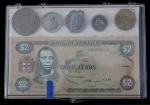 Numismática - Kit com uma cédula de 2 dólares da Jamaica, moedas e cartão postal da Jamaica.