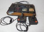 RETRO GAME - Videogame Atari 2600, acompanha 2 joysticks paddle. Cabeamento no estado, não acompanha o cabo de energia. Não testado e sem garantias.