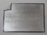 Placa de prata contrastada 800mls, com dedicatória ao Chefe do Gabinete Militar do Governo Médici. Almirante Thelmo Dutra de Rezende. 18 x 13cm. Peso total 235g.