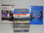 Dois DVDs  do show de Roberto Carlos e Caetano Veloso (lacrado) e Caymi - 90 Anos e 16 CD's de diversos artistas e estilos.