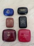 COLECIONISMO - Seis caixinhas plásticas com sabonetes de hotéis europeus (Gucci, Givenchy e 4 Lancome) . Maior 6,5 x 6,5cm.