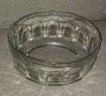 Bowl em vidro francês , lateral dedão. Marcado Arcoroc, France. Alt. 10 x Diam. 22cm.