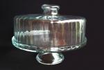 Boleira suspensa em vidro com rico detalhes. Medida 22 cm de altura e 29 cm de diâmetro.