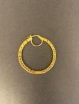 Brinco de argola em ouro 750, com diamantes por dentro e por fora, medindo 3,5cm de diâmetro, pesando 9g