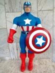 Brinquedo da década de 80 : Capitão América em plástico rígido com 50 cm de altura .