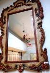 ESPELHO de PAREDE , em cristal , na forma retangular com moldura clara em madeira patinada  com entalhes no estilo barroco mineiro , medindo 108 x 62 cm. Inviável o envio pelos Correios face a medida, peso e fragilidade do lote.