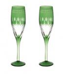 Par de elegantes taças toda trabalhada e com ricos lapidados em belíssimo tom verde.