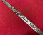 Antiga e única pulseira em ouro branco 18 k , com 7 (sete ) brilhantes e 7 ( sete ) esmeraldas , PT 29,5 g , Medida Aberta : 18 cm.