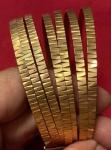 Antiga pulseira em ouro 18 k , com 7(sete) voltas ,  dita semanário , PT 47 g ; Medidas : Alt 3 cm x Diâm 6 cm.
