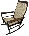 JOAQUIM TENREIRO - Espetacular cadeira de balanço ou cadeira de Embalo, em jacarandá e palhinha indiana.