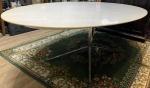 Espetacular e Gigantesca mesa Saarinen oval, eM mármore branco com base em ferro cromado, medindo: 2,50 M X 1,38 M X 77 CM ALT. (ATENÇÃO: MESA EXTREMAMENTE PESADA, RETIRADA POR CONTA E RISCO DO COMPRADOR, ENVIAR PESSOAS CAPACITADAS) MESA NUNCA VISTA