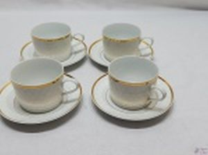 Jogo de 4 xícaras de café com leite, chá em porcelana branca Real com relevos e friso ouro.