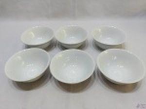 Jogo de 6 cumbucas bowl em porcelana Schmidt branca. Medindo 13,5cm de diâmetro x 5,5cm de altura.