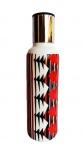 Garrafa para água em porcelana  com tampa em metal, ideal para utilização a noite sobre criado mudo. Medida 30cm de altura.