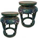 Raro par de tamboretes ou bancos em cloisonné policromado. China, Qing, princípio do Séc. XIX. 47 x 37 cm.