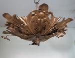 Antigo lustre para duas  (02) luzes tipo plafon de metal dourado decorado com flores e folhagens. Atelier Silvio. Med. 15 x 38 cm.