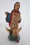ARTE SACRA - Antiga imagem sacra em madeira nobre com  trabalho em policromia, cerca 1900,  braços articulados (faltando duas mãos). Med. 29 cm altura.