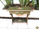 Aparador, mesa de canto em madeira com patina verde floral. 82cm x 30cm x 81cm de altura. Retirada em Ipanema.