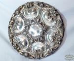 Medalhão Prato de parede  Espessurado A Prata flores em relevo., a gosto portugues. Medida 45 cm de diametro