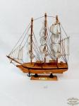 Enfeite   veleiro em  em madeira  marcado Belem. Medida 29 cm comprimento x 30 cm altura x 4 cm.