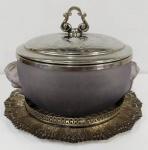 Sopeira em vidro com rosto de anjo prensado no vidro e tampo metal com banho de prata  . Acompanha bandeja - Marca FDP Imperial. Mede: 32x24 cm.