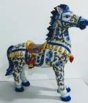 Antiga Espetacular e único Cavalo em Porcelana Chinesa , estilo SATSUMA com riquíssimos detalhes em ouro. Adquirido há 50 anos atrás .Mede:  60 x 60 cm