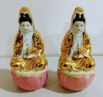 2 peças de porcelanas pequenas pintado a ouro alusivos a deusas indianas . Mede: 14 cm