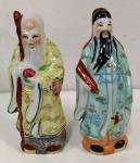 2 peças de porcelanas pequenas alusivos aos reis chines da Fortuna , xxxxx e um monge. Mede: 10 e 15