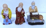 3 peças de biscuit e gesso pequenas alusivos aos reis chines da Fortuna , xxxxx e um monge. Mede: 10 e 15