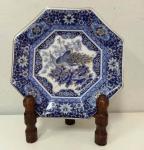 Belíssimo Prato em porcelana japonesa ricamente ornamentado com detalhes em ouro . Marca IMPERIAL PEACOCK . Mede: 16 cm - Suporte não incluso