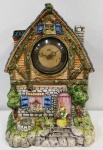 Antigo relógio ROYCE de mesa em porcelana representando casinha de campo . Precisa de restauro no funcionamento. Mede: 35X27X14 cm