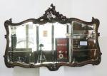 ESPELHO - Antigo espelho bizotado em madeira nobre ricamente entalhada  Estilo Louis XV. Med. 103x143 cm.