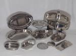Onze peças em metal inox: Petisqueira, fruteira, dois covilhetes, um porta garrafas e seis porta copos.