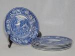 Seis pratos para sobremesa em faiança inglesa decorada em azul cobalto com florais na borda, centro aplicado com cena rural inglesa. Levemente craquelado. Marca da manufatura W.R. MIDWINTER. Diam. 17cm