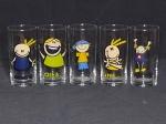 Cinco copos em vidro translúcido com estampas infantis. Alt. 13cm.