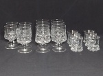 Doze peças sendo 5 copos para aperitivos e 7 taças baixas em vidro translúcido. 8cm e 10cm.