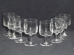 Oito taças para vinho em vidro translúcido. Alt. 13cm